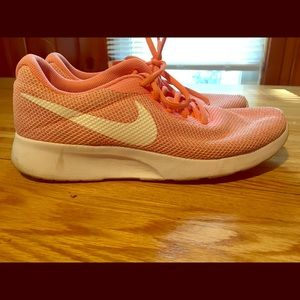 Nike Tanjun Cotton candy pink